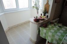 Кухни с балконом