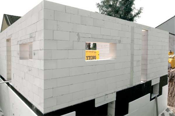 Толщина стены из пеноблока для дома