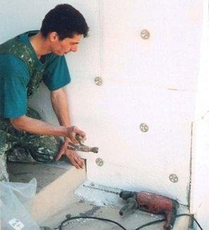 Кухонные гарнитуры с фасадами из пластика