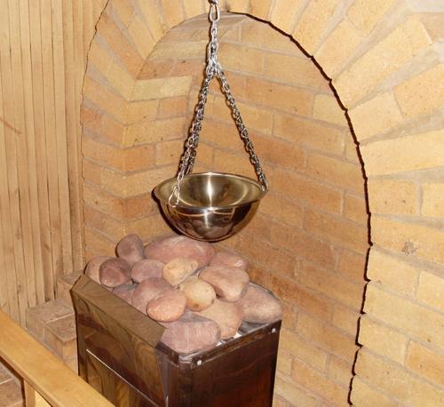 Подача воды на камни