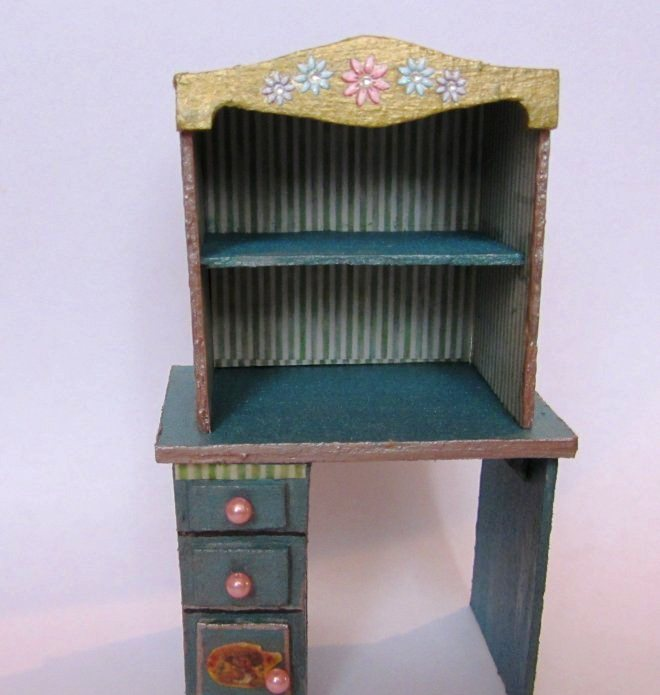 Как сделать стол для куклы своими руками